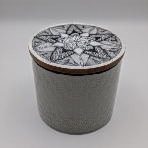 Keramikdose mit Mandala -Stern- auf Holzdeckel