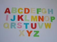 52 bunte Stanzteile -Buchstaben-