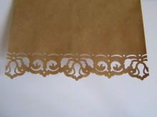 5 Kraftpapiertüten mit handgestanzter Bordüre, Anhängern und Kordel