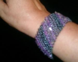 Einzelstück! Geflochtener Armband mit Amethysten und Rocailles