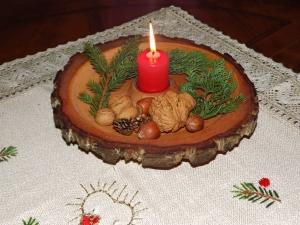 Handgedrechselter rustikaler Adventsteller aus heimischen Holz