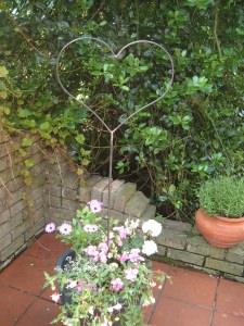 Herz Gartenstecker aus rostendem Metall Handarbeit Pflanzen Deko Love