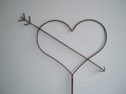 Herz mit Liebespfeil Dekoration aus Metall Handarbeit with Love Amor`s Pfeil