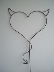 Teufel Herz - Devil Heart - Herz aus Metall - Handarbeit - Gartenstecker
