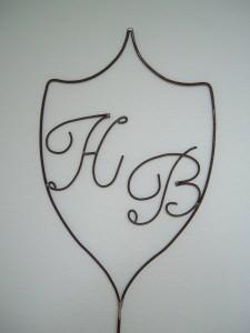 Wappen aus Metall mit Initialen / Buchstaben nach Wunsch in Handarbeit - Familienwappen