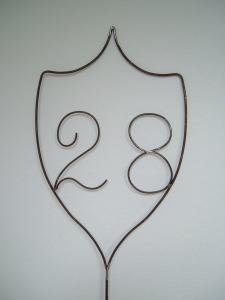 Wappen aus Metall mit Zahlen nach Wunsch in Handarbeit - Hausnummer