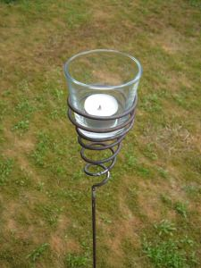 Teelichthalter gedreht Gartenstecker Windlicht Gartenfackel aus Metall mit Glas