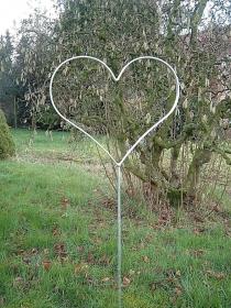 Herz aus Metall - Metallherz aus Flacheisen - wetterfest - feuerverzinkt - Gartenstecker - Handarbeit kaufen