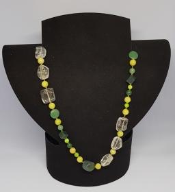 Edelstein Halskette in verschiedenen Grüntönen mit Bergkristall, Länge 53cm, handgeknüpft