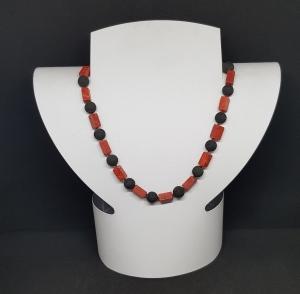 Korallen, Lava Halskette,handgeknüpft, Länge 44cm