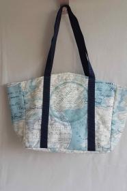 stylische Einkaufstasche mit Weltkarten-Motiv