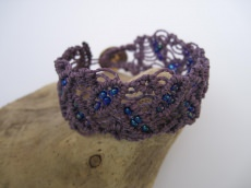 Macrame Armband in hell-Lila mit schimmernden Roccailes, micro Macrame, Armband