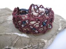 Macrame Armband burgund mit Perlen, Macrameschmuck, micro Macrame