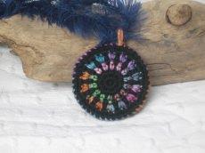Einfache bunte Mandalakette, Häkelkette, Textilschmuck, Halskette