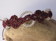 Macrame Armband in burgund