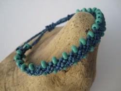 Macrame  Armband in jeansblau mit türkisen Perlen