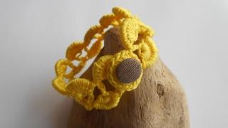 gelbes Häkelarmband, Armschmuck, gehäkeltes Armband, Textilschmuck