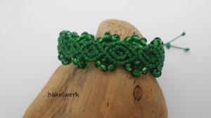 Macramearmband mit Perlen in grün, Macrameschmuck, Armband, Greenery
