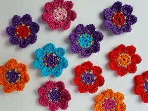 bunte Blumenwiese, exotische Häkelblumen, 12 bunte Häkelblumen