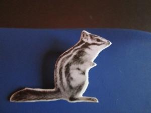 Streifenhörnchen-Brosche