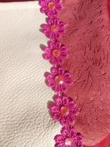 Kinderhandtasche mit 6 dekorativen rosa Blüten