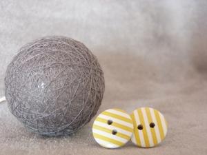 Ohrstecker Streifen weiß mit gelb