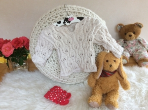 Zauberhaftes Baby Pullover - Handarbeit kaufen