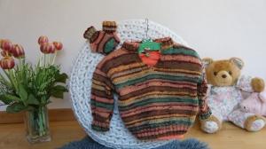 Raffinierter Babypullover mit passenden Söckchen - Handarbeit kaufen