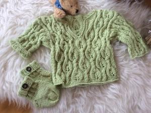 Zauberhaftes Baby Pullover Set - Handarbeit kaufen