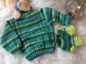 Frecher Babypulli mit passenden Söckchen - Handarbeit kaufen