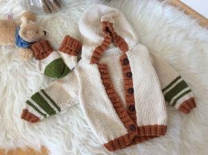 Freche Baby Kapuzen Jacke mit passenden Söckchen  - Handarbeit kaufen