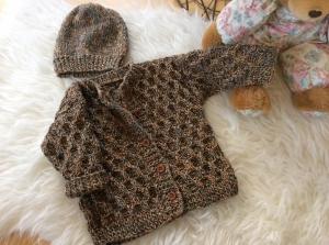 Zauberhafte Baby Strickjacke, dazu eine passende Mütze - Handarbeit kaufen