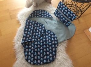 Praktische Baby Einschlagdecke mit passender Wickeltasche