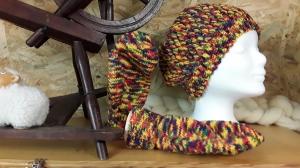 Mütze und Handschuhe in richtig bunt, handgestrickt und gehäkelt