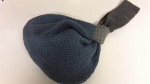 Japanische Knotentasche in gedeckten Farben,  Handarbeit gestrickt