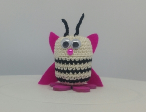 gehäkelte Ü-Ei Kapsel Schmetterling pink