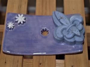 Keramik Seifenschale mit handgemachter Seife (bis Vorrat reich)