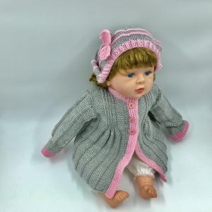 62/68, hellgraue mit rosa Streifen handgestrickte Babyjacke/ Mantel mit Mütze
