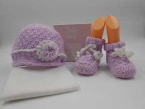 Gr. 68, Baby Mütze und Schuhe, rosa, handgestrickt, Wollgemisch, mit gehäkeltem Zierrand und Blümchen