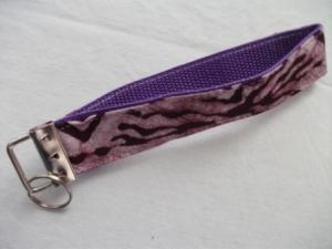 Schlüsselband genäht aus afrikanischem Batikstoff in Violett kaufen - Handarbeit kaufen