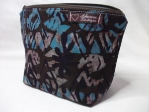 Tasche genäht, aus afrikanischen Batikstoff in Blau, Braun und Schwarz