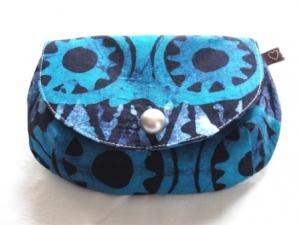 Tolle Clutch aus afrikanischem Batikstoff in leuchtenden Blautönen und Weiß, handgenäht