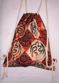 Turnbeutel aus handgebatiktem Baumwollstoff in tollen afrikanischen Farben , Orange, Weiss und Schwarz