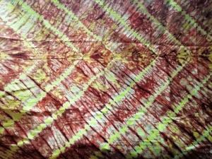 Afrikanischer Batikstoff aus Ghana in Kupfer und Lindgrün