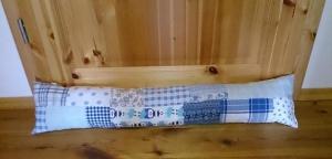 Genähter Zugluftstopper Patchwork blau Länge 90cm