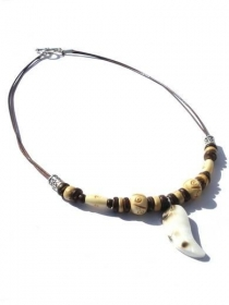 Männerkette mit Kokosnuss Perlen, Bein und Perlmutt Anhänger.  - Handarbeit kaufen