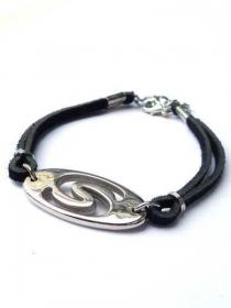 Schwarze Armband mit Kunstlederen Schnüre, silberfarbiger Zwischenstück. Handgefertigte Armreif Ibiza-Stil, Freundschaftsarmband,  - Handarbeit kaufen
