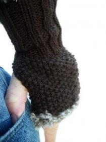 Braune handgestrickte Pulswärmer mit Kunstpelz, braune Damenhandschühe, gestrickte Handstulpen, handgestrickte Armstulpen, Faux fur-Garn - Handarbeit kaufen