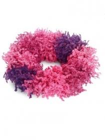 Handgestrickte Schlauchschal in rot, rosa und violett. Handgefertigte wollen Loopschal in Beerentönen.
