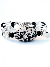 Armband mit schwarze, weisse und transparante Glasperlen, handgefertigte Armreif mit grosse schwarz-weisse Keramikperle - Handarbeit kaufen